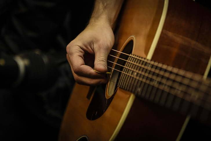 How to play the Acoustic Guitar