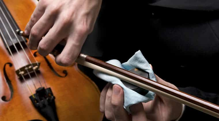 Apply rosin violin bow